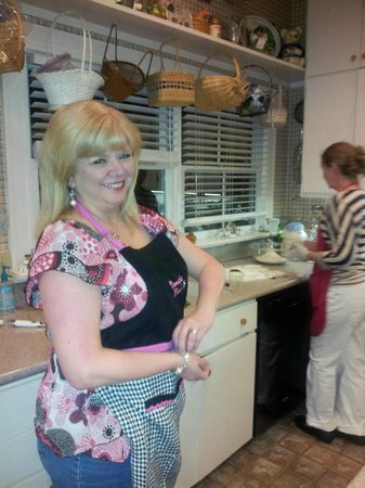 Red Bluff Cottage: About to start the cooking class