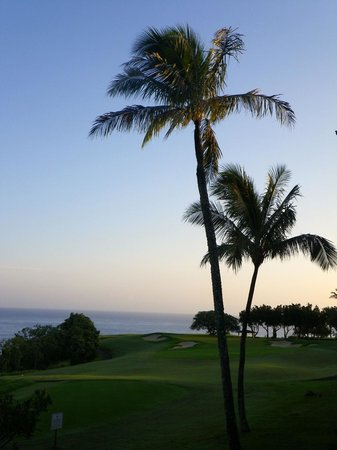Westin Princeville Ocean Resort Villas: View from our room across the golf course to the ocean at sunset