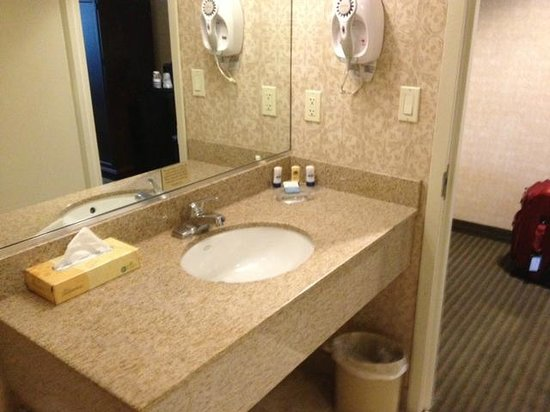 BEST WESTERN PLUS The Inn at King of Prussia: can you see the lightbulb sign?