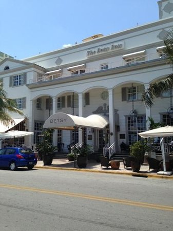 The Betsy Hotel, South Beach: outside the hotel
