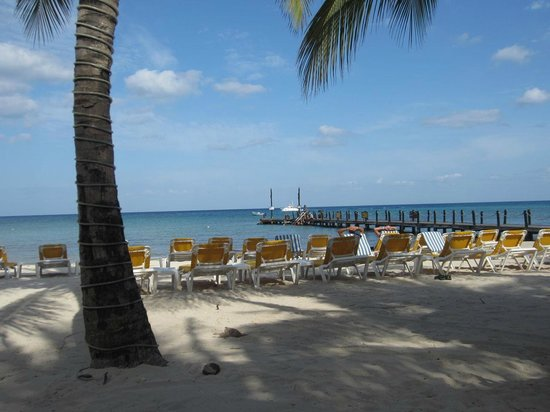 Iberostar Cozumel: Relaxing on beach
