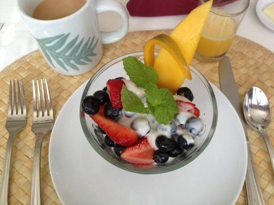 Old Wailuku Inn at Ulupono: Breakfast ~ fruit course