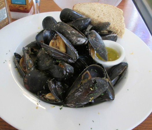 Hubbards, : Mussels in garlic and white wine