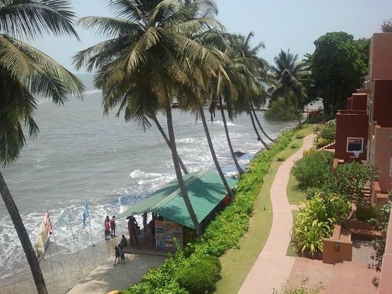 Cidade de Goa Beach Resort: By the sea...