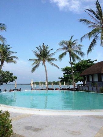 Iyara Beach Hotel &amp; Plaza: Pool