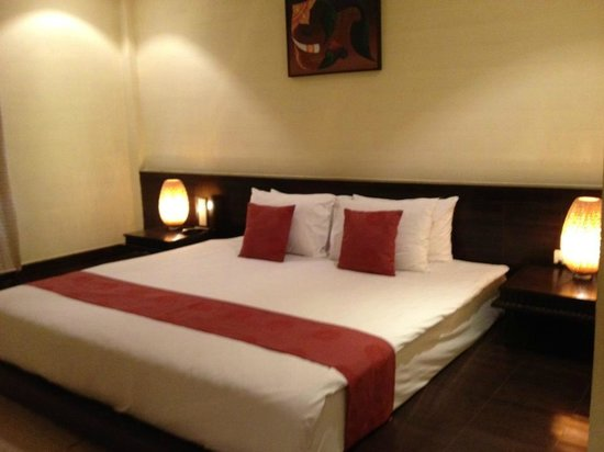 Iyara Beach Hotel &amp; Plaza: Bedroom