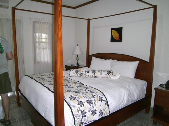 San Ignacio Resort Hotel: Plush beds