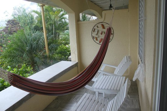 San Ignacio Resort Hotel: Hammock, rockers and table on balcony