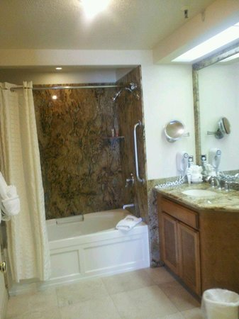 San Luis Bay Inn: rest of very large bathroom - studio room 305