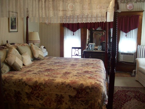 The Marmalade Cat Bed & Breakfast: Rose Room