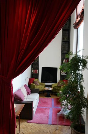Auberge Saint-Antoine: Sitting room off the bar/cafe
