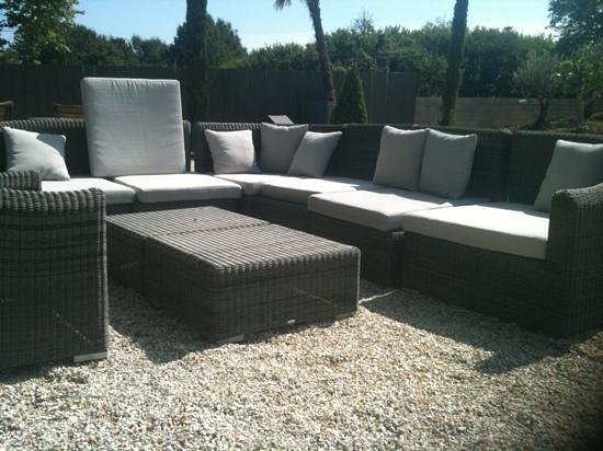 canap en terrasse. Black Bedroom Furniture Sets. Home Design Ideas