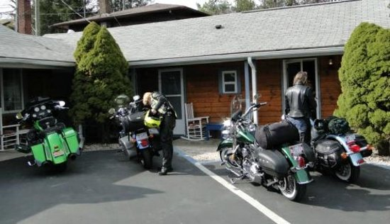 Homestead Inn: Parking at our Door