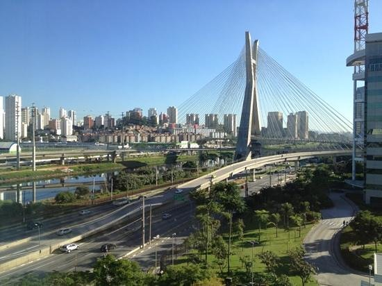 Grand Hyatt Sao Paulo: vista do quarto para a ponte estaiada