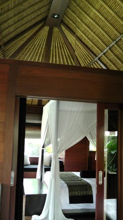 Kayumanis Ubud Private Villa & Spa: Looking into bedroom from bathroom