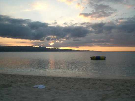 Montego Bay Club Resort: Sunset at the beach across the street