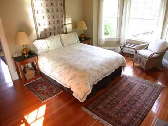 Photo of Bay Breeze Manor Bed and Breakfast by the Sea Victoria