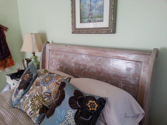 At Journey&#39;s End Bed and Breakfast : The French Boudoir 
