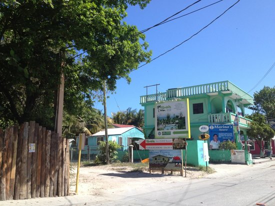 Xanadu Island Resort Belize: The entrance to the resort&#39;s driveway from Sea Grape Drive