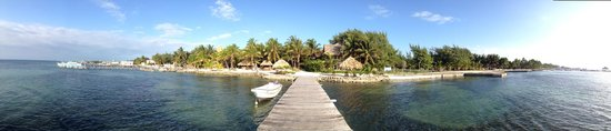 Xanadu Island Resort Belize: Panorama of Xanadu Resort from the pier (sigh).