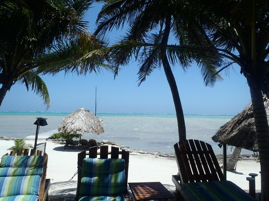 Xanadu Island Resort Belize: Caribbean from the pool area.