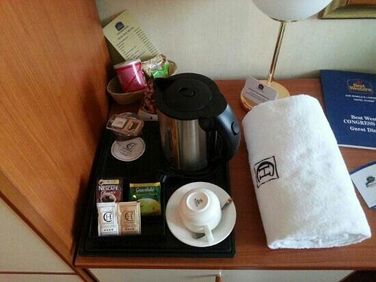 BEST WESTERN Congress Hotel: Free coffee and tea in the room
