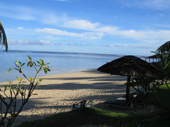 Savaii Lagoon Resort: Beach outside Savaii Lagoon