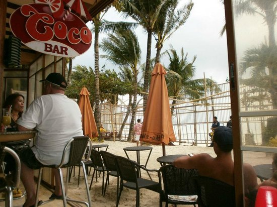 Red Coconut Beach Hotel: At the Red Coconut beach bar