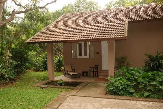 Sigiriya Village Hotel: Exterior of Deluxe room with small pond and private terrace