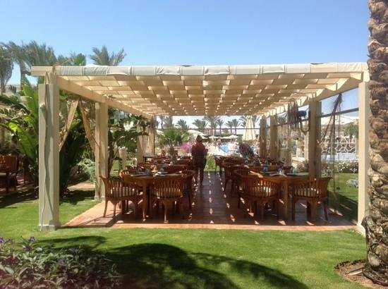 Premier Le Reve Hotel &amp; Spa: Beach restaurant