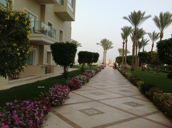 Premier Le Reve Hotel &amp; Spa: Path to beach from our room