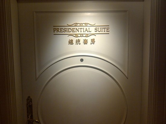 Harbour Grand Kowloon: Entrance To Suite