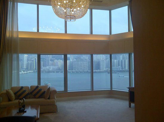 Harbour Grand Kowloon: Sitting Room / Lounge Area In Suite