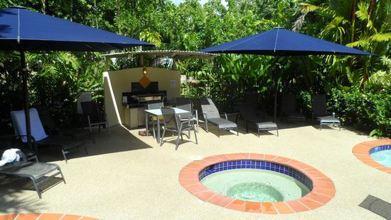 Meridian Port Douglas: The spa and outdoor cooking area