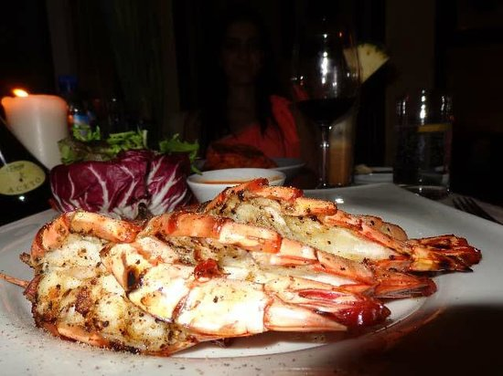 Danat Jebel Dhanna Resort: Garlic Prawn At Zaitoun Restaurant