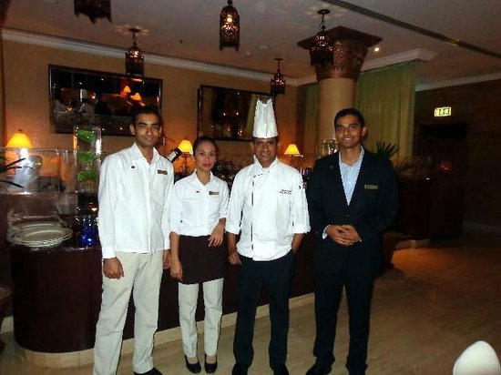 Danat Jebel Dhanna Resort: Staff