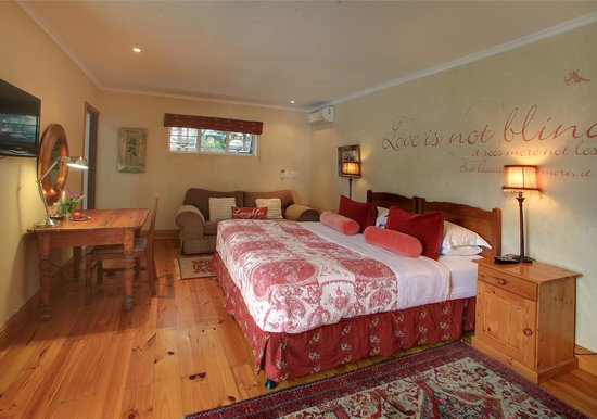 Acorn Guest House: Superior room with private entrance to pool area