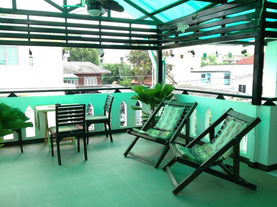 Top Garden Boutique Guesthouse: Hangout area just outside the room