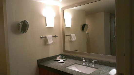 ‪‪The Marquette‬: Large bathroom‬
