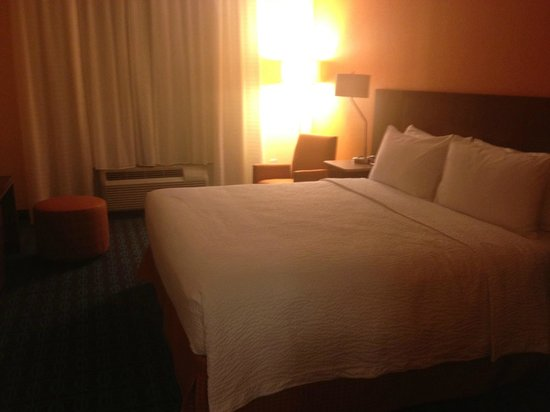 Fairfield Inn &amp; Suites Orlando Int&#39;l Drive/Convention Center: King Size Junior Suite Bedroom