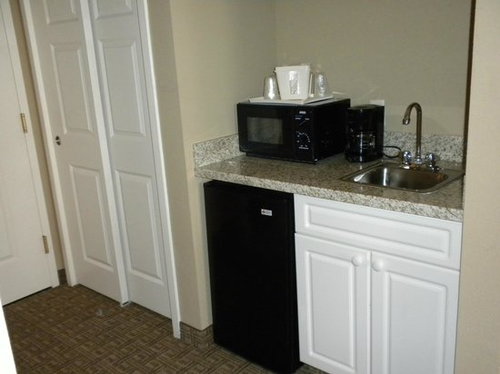 Comfort Inn &amp; Suites North Conway: The &quot;kitchen area&quot;