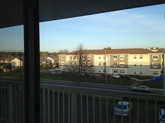 Crossland Economy Studios - Salem - North : view out room window