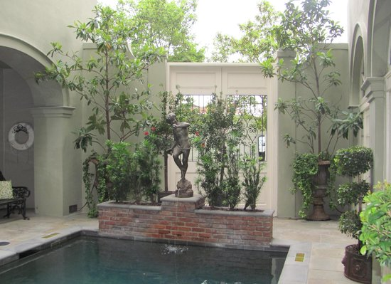 Bienville House - Courtyard