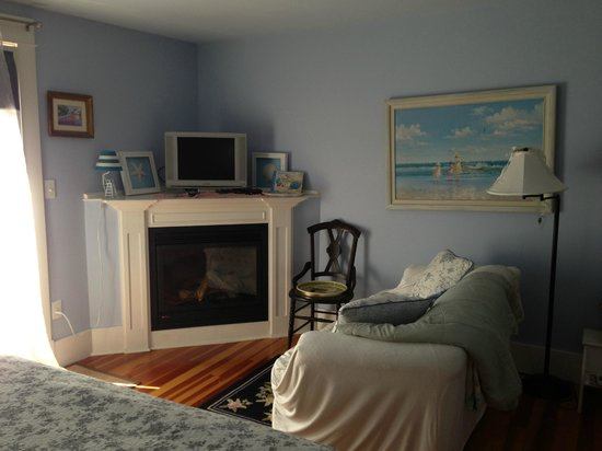 The Conch Inn: The Eastham room fire place