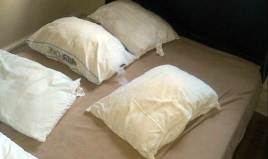 Woogo - Central Park: None of the 4 pillows in the bedroom had pillow cases, all smelled badly.