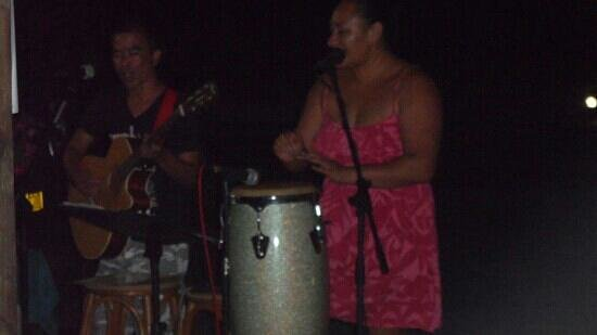 Vaimaanga, Cook Eilanden: awesome entertainment at night
