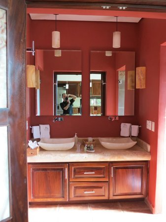 Casa Cupula: Gotta love a double sink in the bathroom!