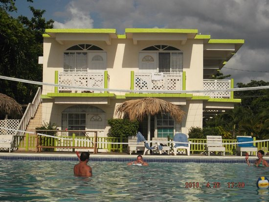 Fun Holiday Beach Resort: ROOMS
