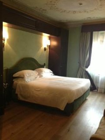 San Firenze Suites & Spa: Room
