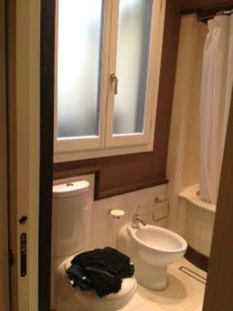 San Firenze Suites & Spa: Bathroom
